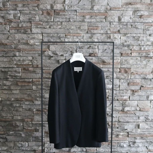 6.【定番ジャケット】ノーカラージャケット(メゾンマルジェラ)