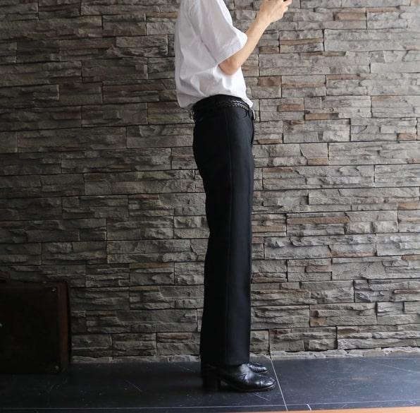 ③:ハイウエストで腰位置が高く見えて視線が上に⤴︎