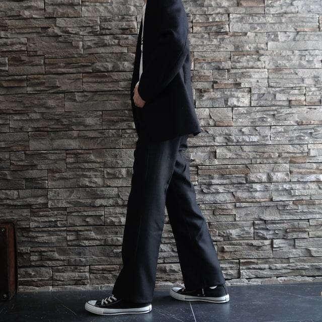 ②:フレアシルエットで脚長効果UP